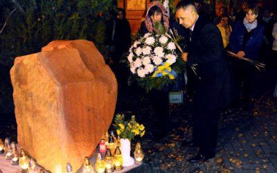 A holodomorra emlékeztek a templomkertben